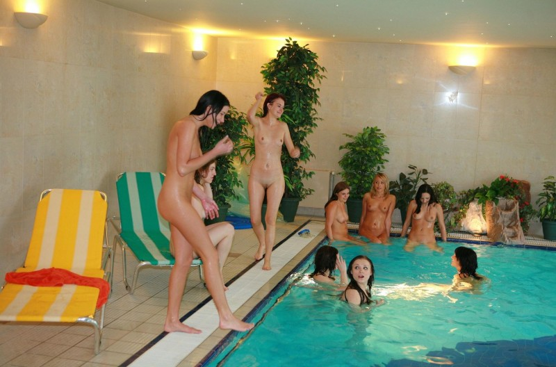 ten-girls-&-one-guy-sauna-06