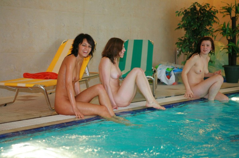 ten-girls-&-one-guy-sauna-08