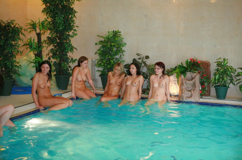 ten-girls-&-one-guy-sauna-12