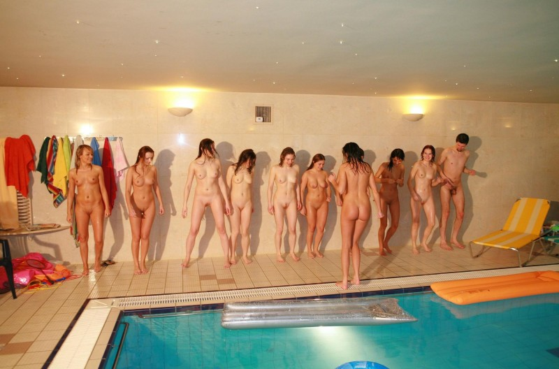 ten-girls-&-one-guy-sauna-16