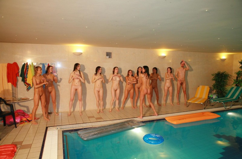 ten-girls-&-one-guy-sauna-41