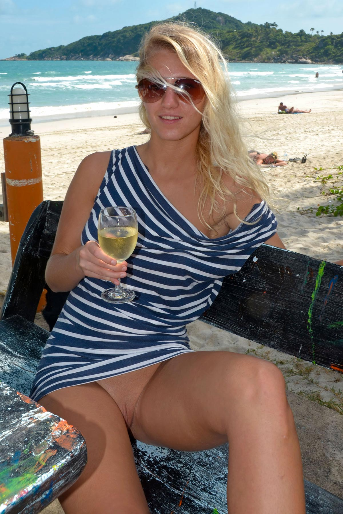 tereza-blonde-thailand-holiday-public-naked-seaside-02