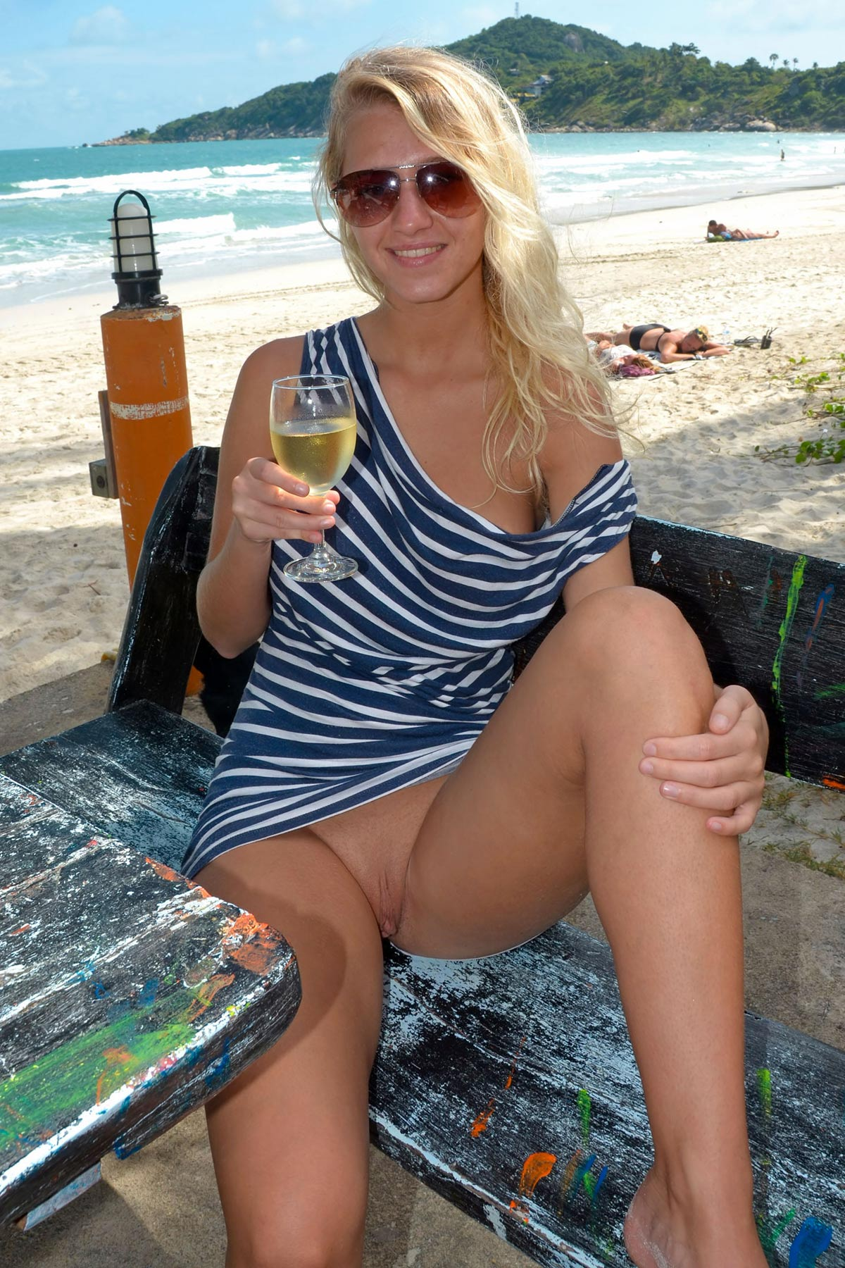 tereza-blonde-thailand-holiday-public-naked-seaside-03
