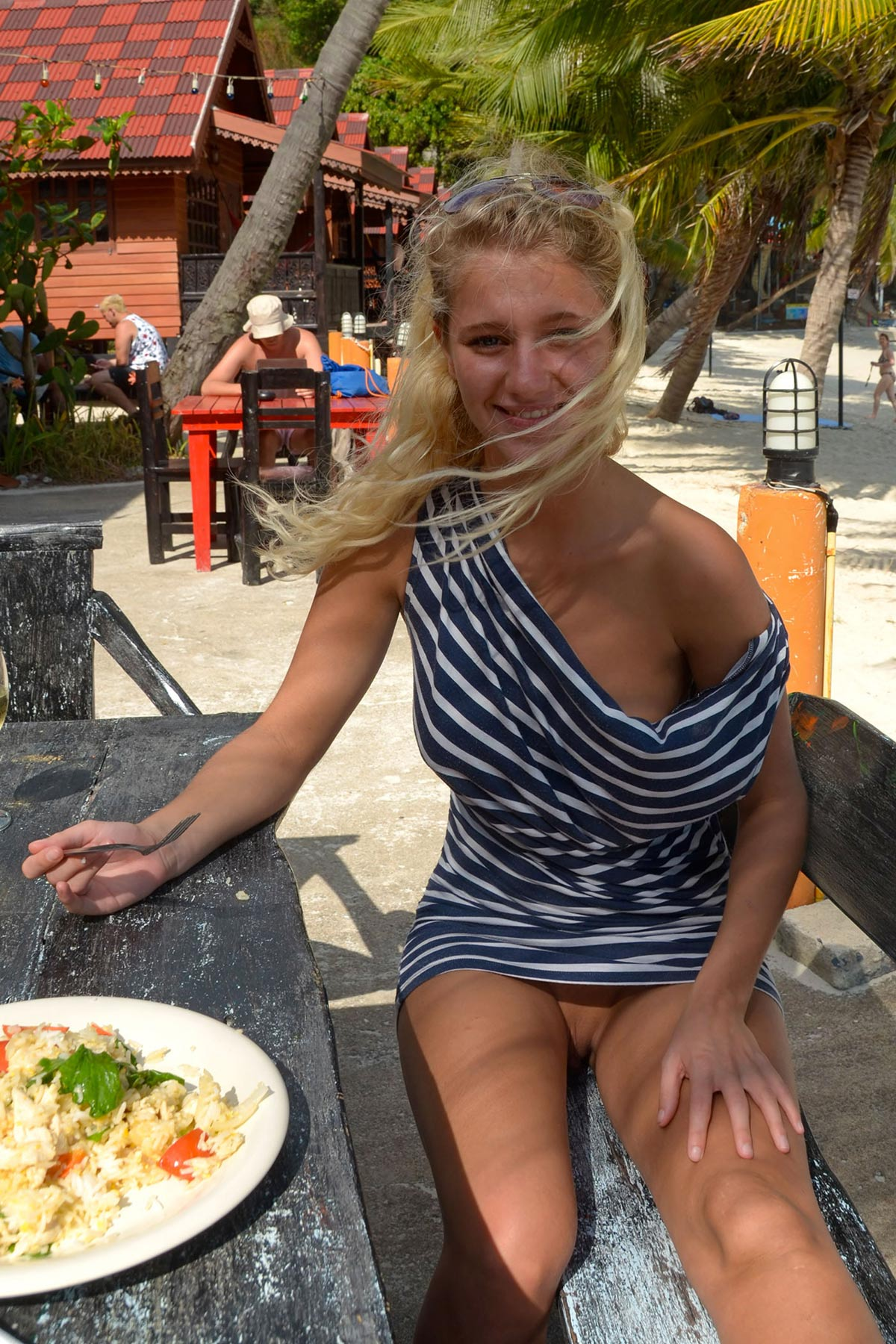 tereza-blonde-thailand-holiday-public-naked-seaside-05