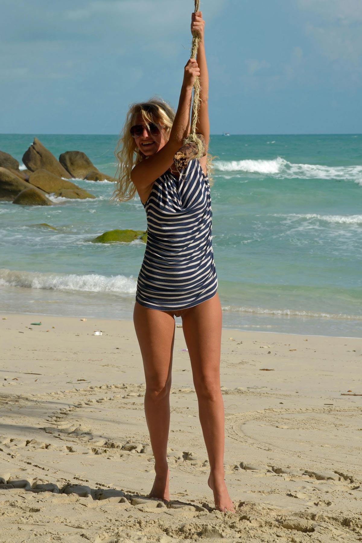 tereza-blonde-thailand-holiday-public-naked-seaside-07