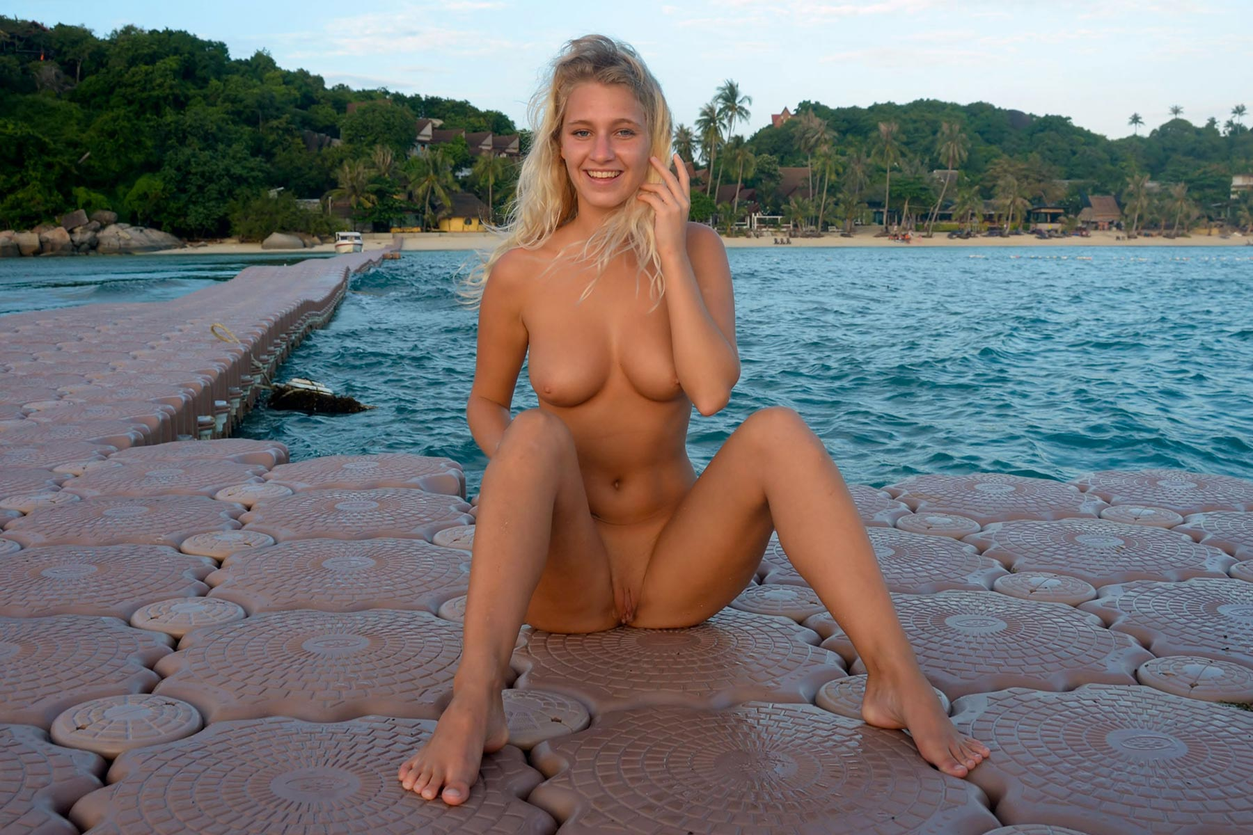 tereza-blonde-thailand-holiday-public-naked-seaside-21