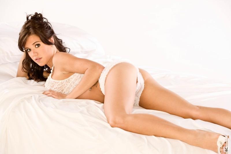 tess-taylor-arlington-white-lingerie-playboy-05