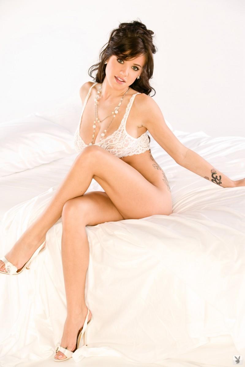 tess-taylor-arlington-white-lingerie-playboy-12
