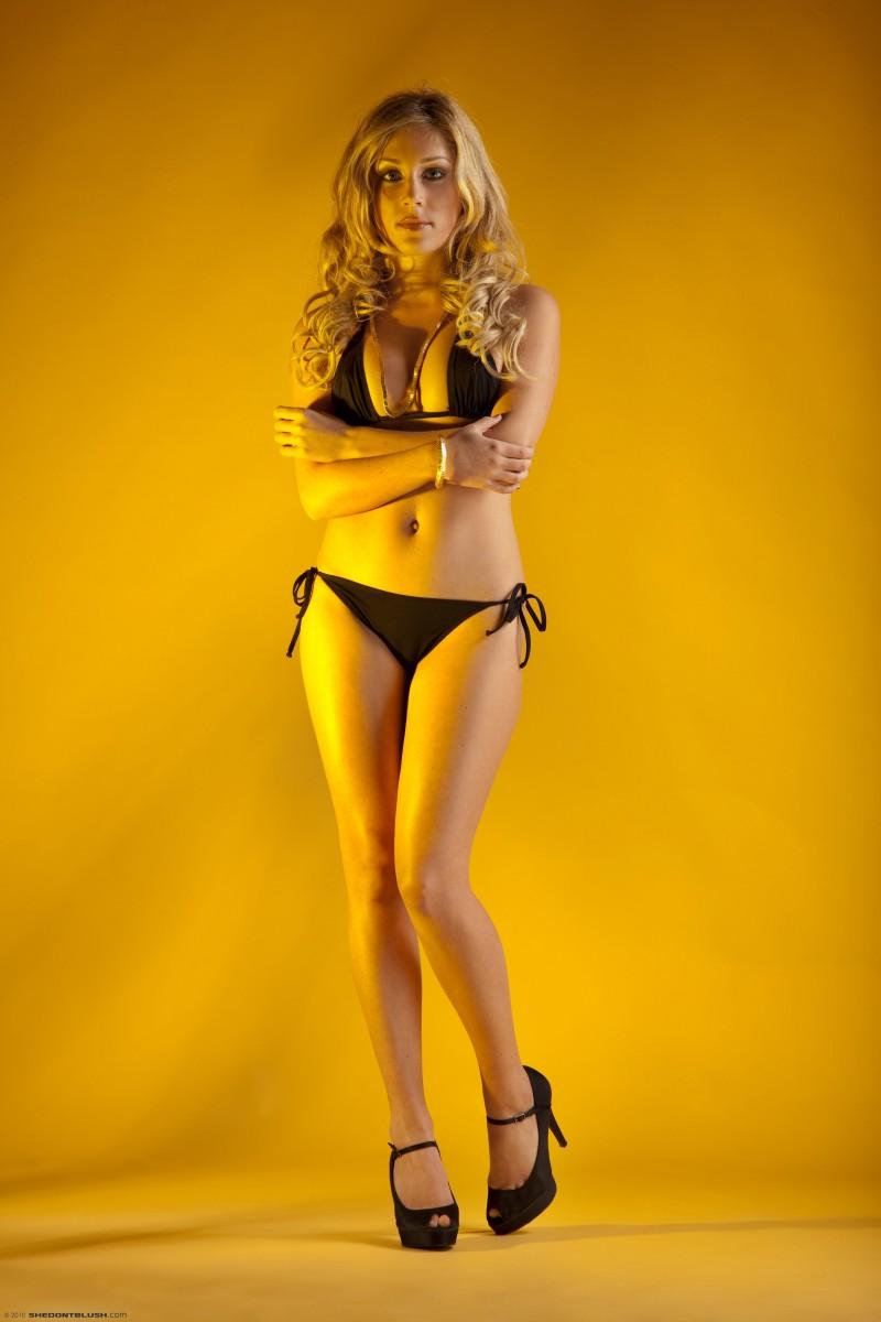julia-crown-bikini-high-heels-shedontblush-01