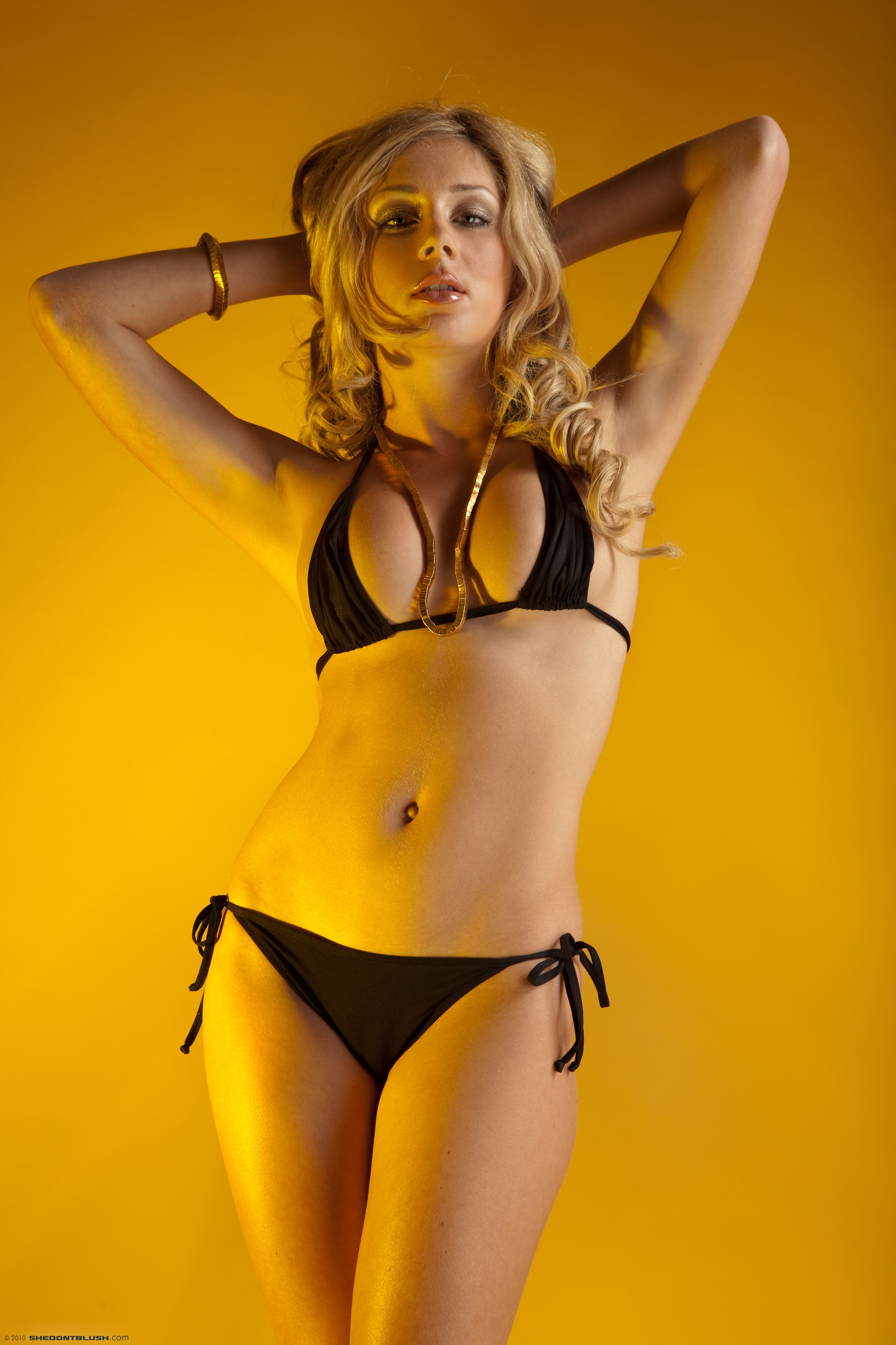 julia-crown-bikini-high-heels-shedontblush-02