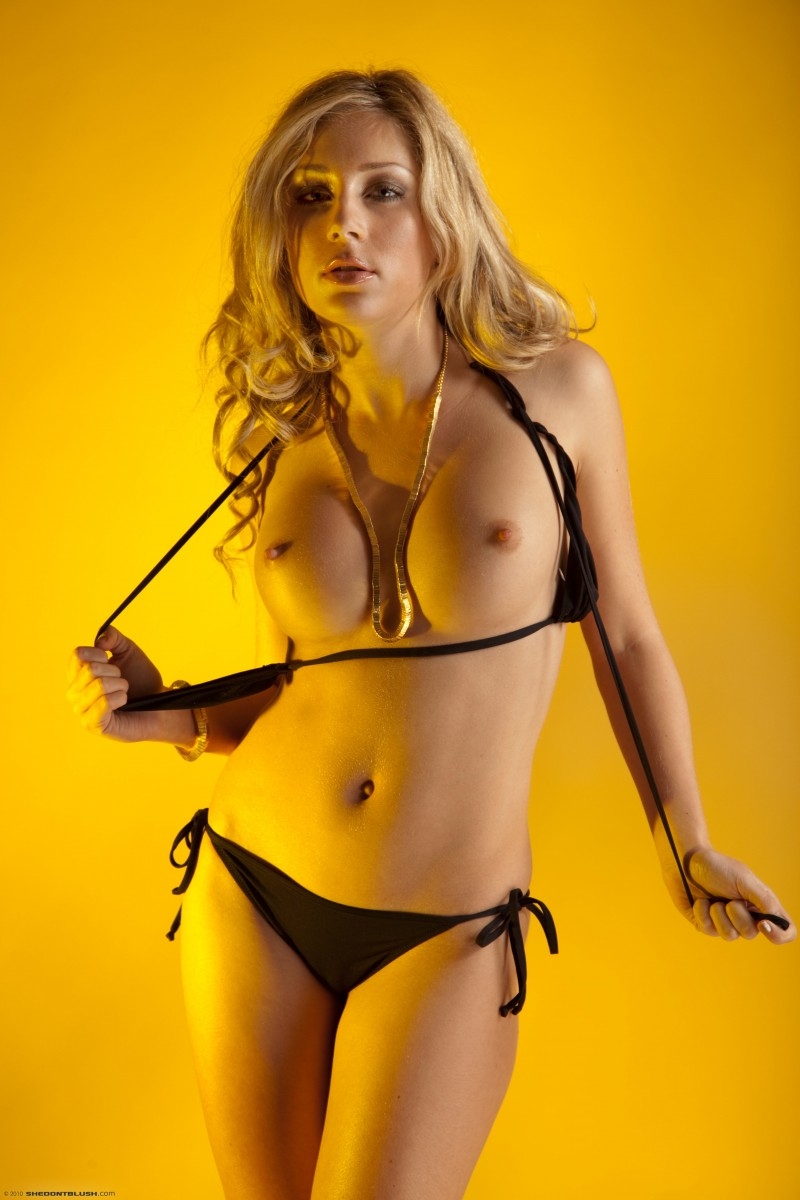 julia-crown-bikini-high-heels-shedontblush-05