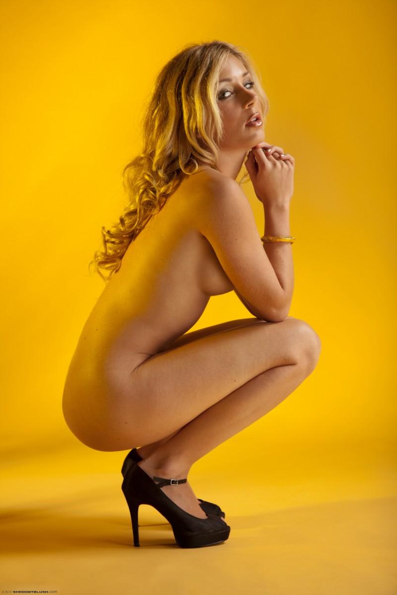 julia-crown-bikini-high-heels-shedontblush-11