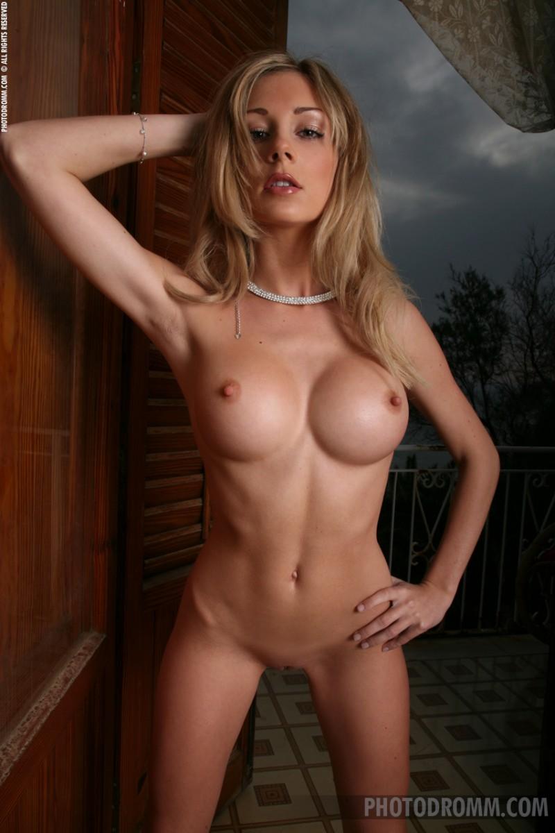 julia crown nude bj