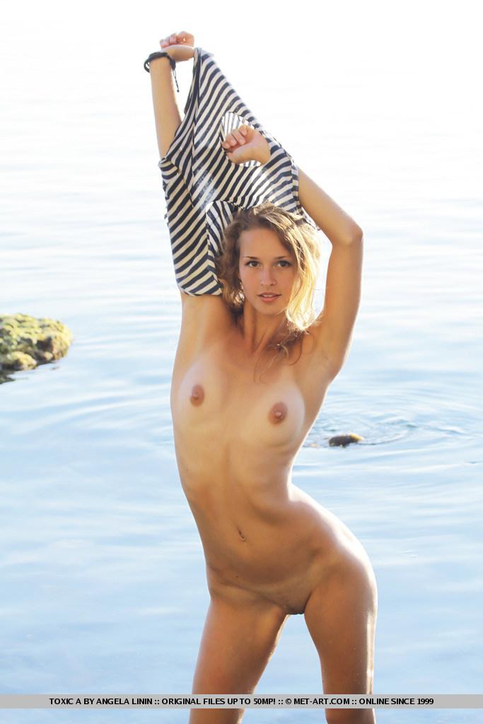 toxic-a-seaside-nude-metart-13