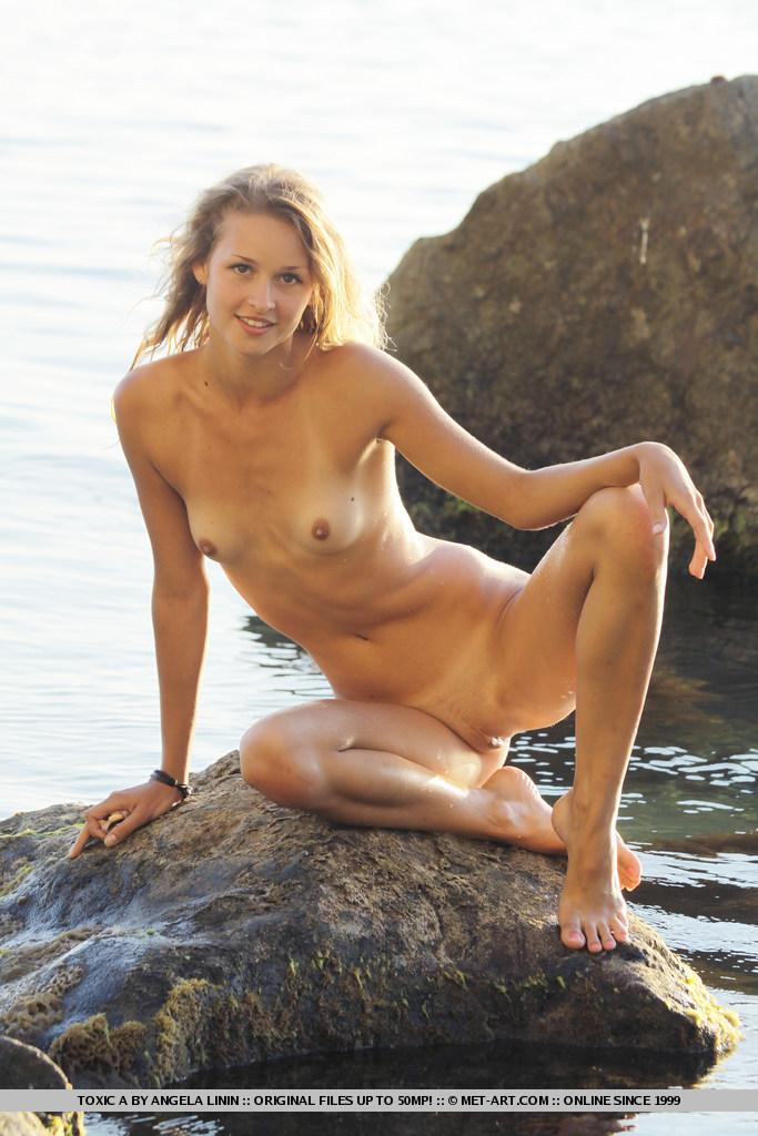 toxic-a-seaside-nude-metart-17