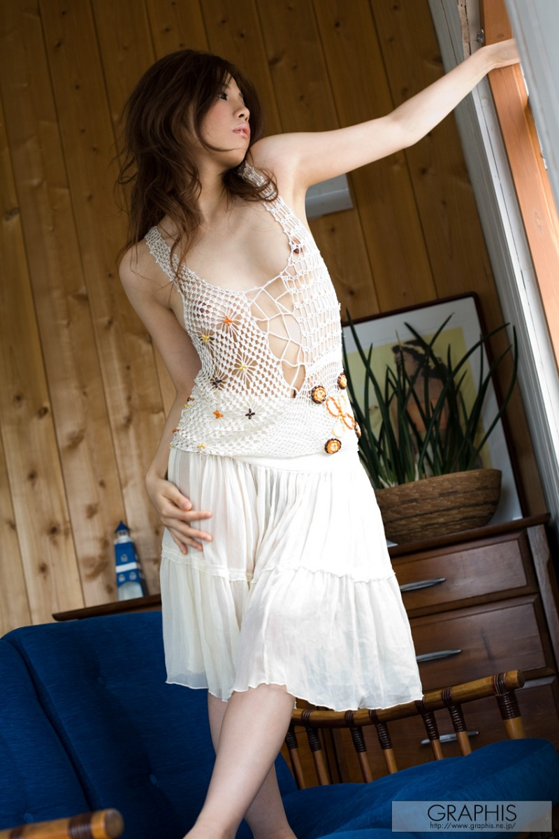 tsubasa-aihara-naked-white-dress-graphis-01