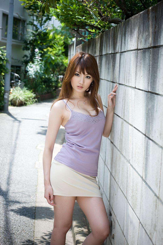 tsubasa-amami-nude-asian-on-sofa-04