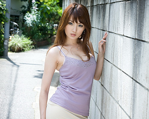 tsubasa-amami-nude-asian-on-sofa