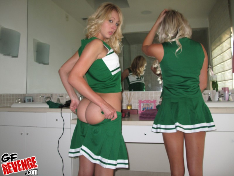 blonde-cheerleaders-09