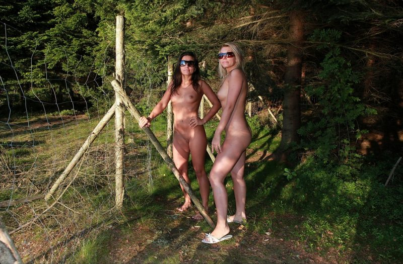 two-naturist-girls-nude-by-the-lake-07