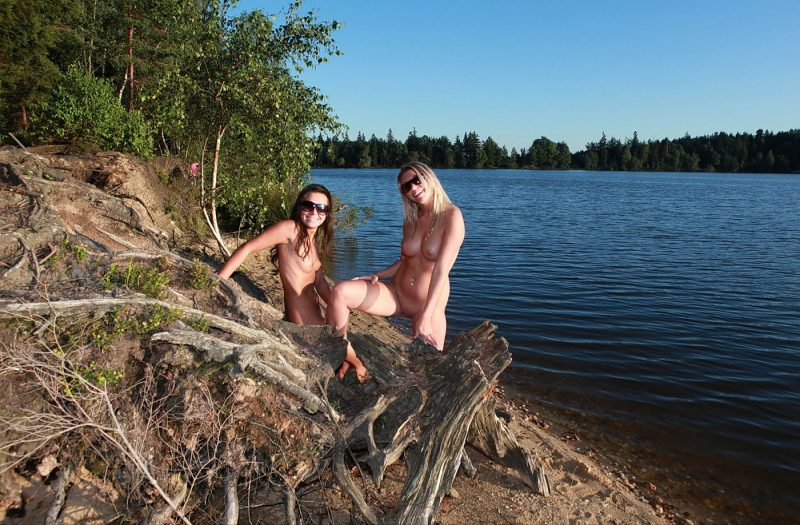 two-naturist-girls-nude-by-the-lake-33