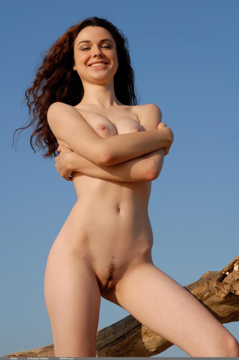valda-seaside-naked-beach-boobs-domai-04