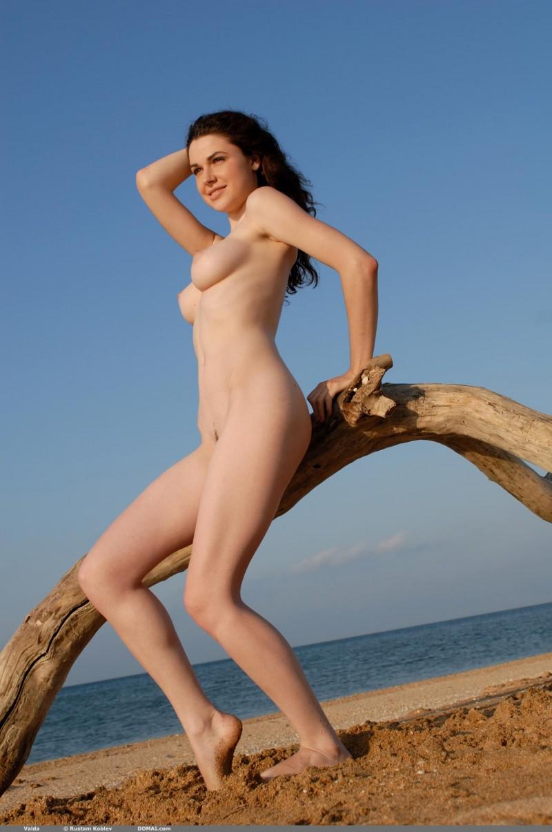 valda-seaside-naked-beach-boobs-domai-07