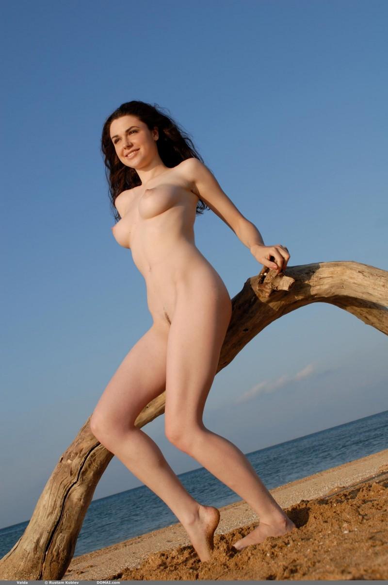 valda-seaside-naked-beach-boobs-domai-08