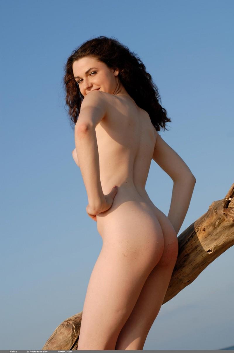 valda-seaside-naked-beach-boobs-domai-11