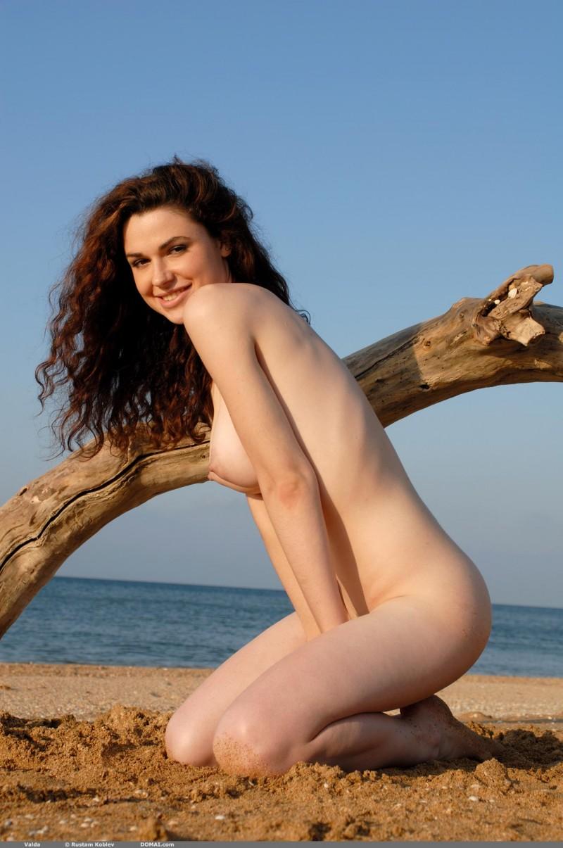 valda-seaside-naked-beach-boobs-domai-15