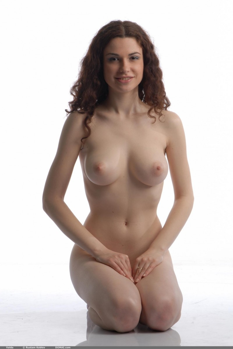 valda-nude-boobs-domai-11