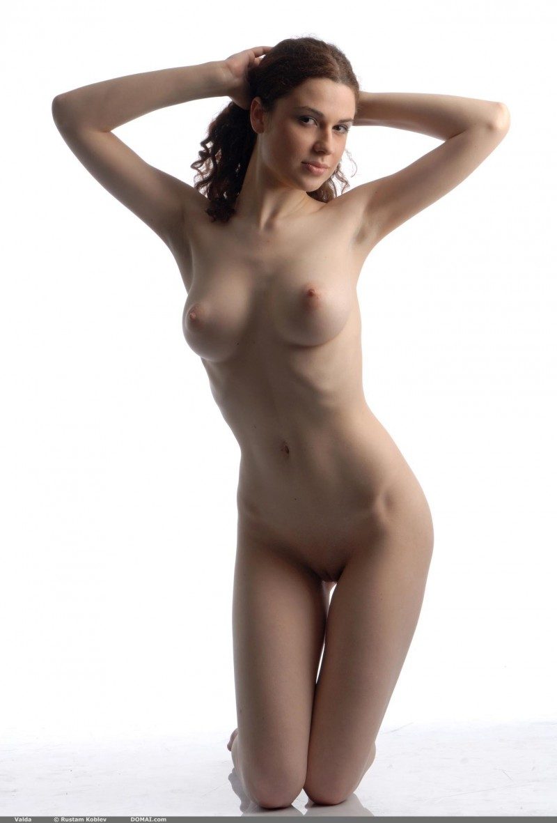 valda-nude-boobs-domai-13