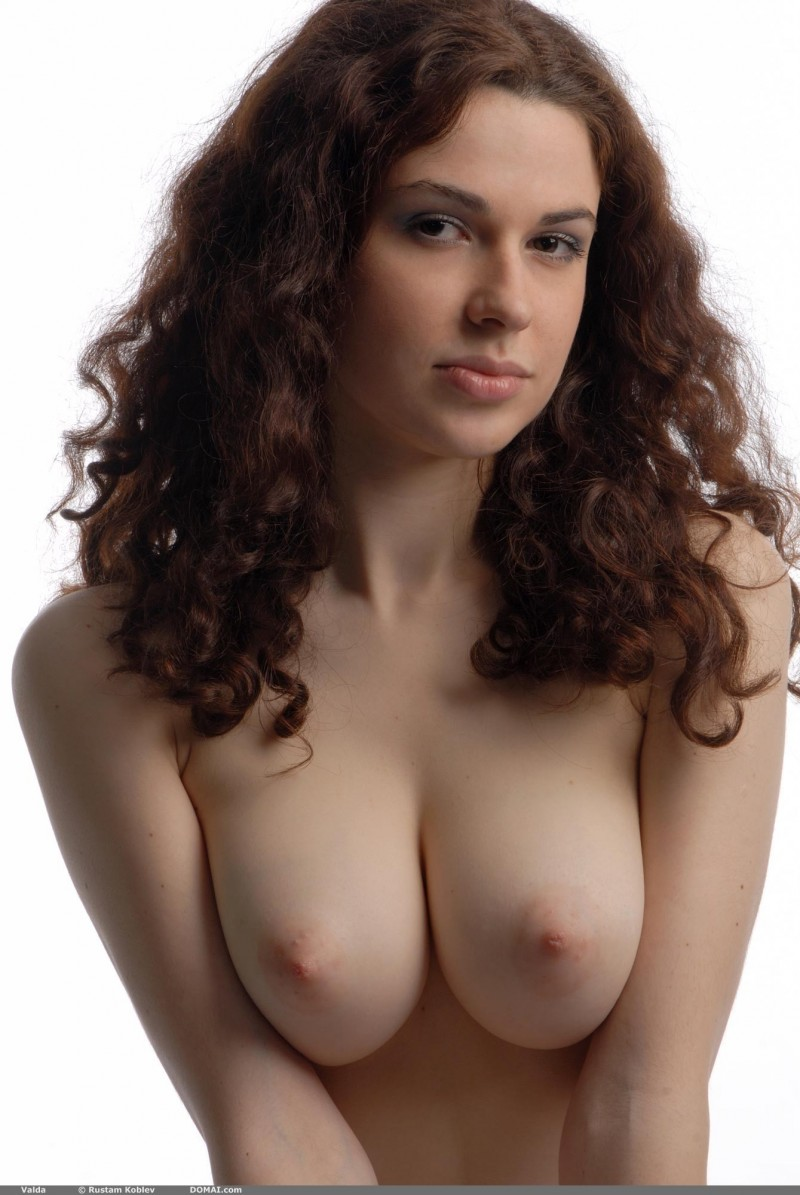 valda-nude-boobs-domai-15