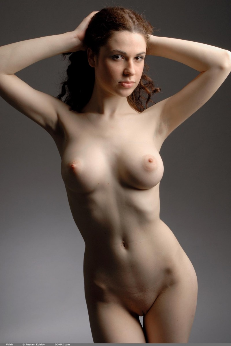 valda-nude-boobs-domai-29