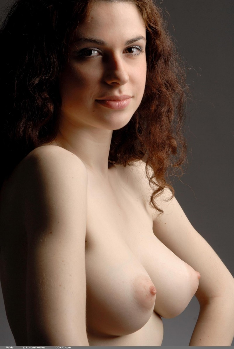valda-nude-boobs-domai-37