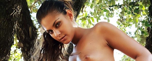 Valentina Rossini naked in the backyard