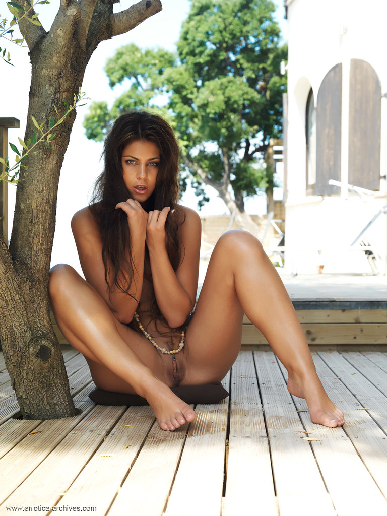 valentina-rossini-terrace-nude-errotica-archives-05