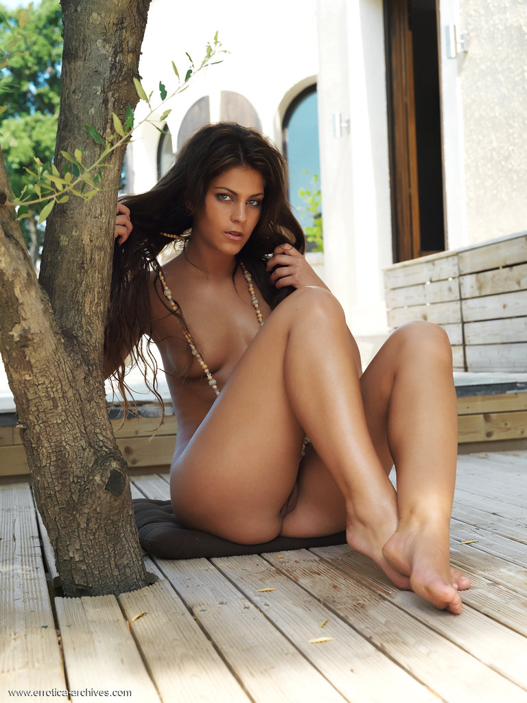 valentina-rossini-terrace-nude-errotica-archives-11
