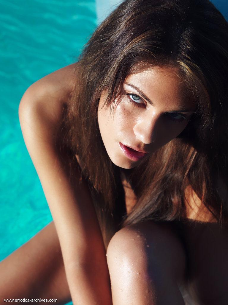 valentina-rossini-pool-nude-errotica-archives-07