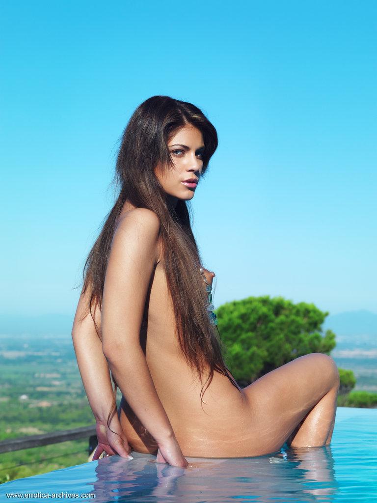 valentina-rossini-pool-nude-errotica-archives-14
