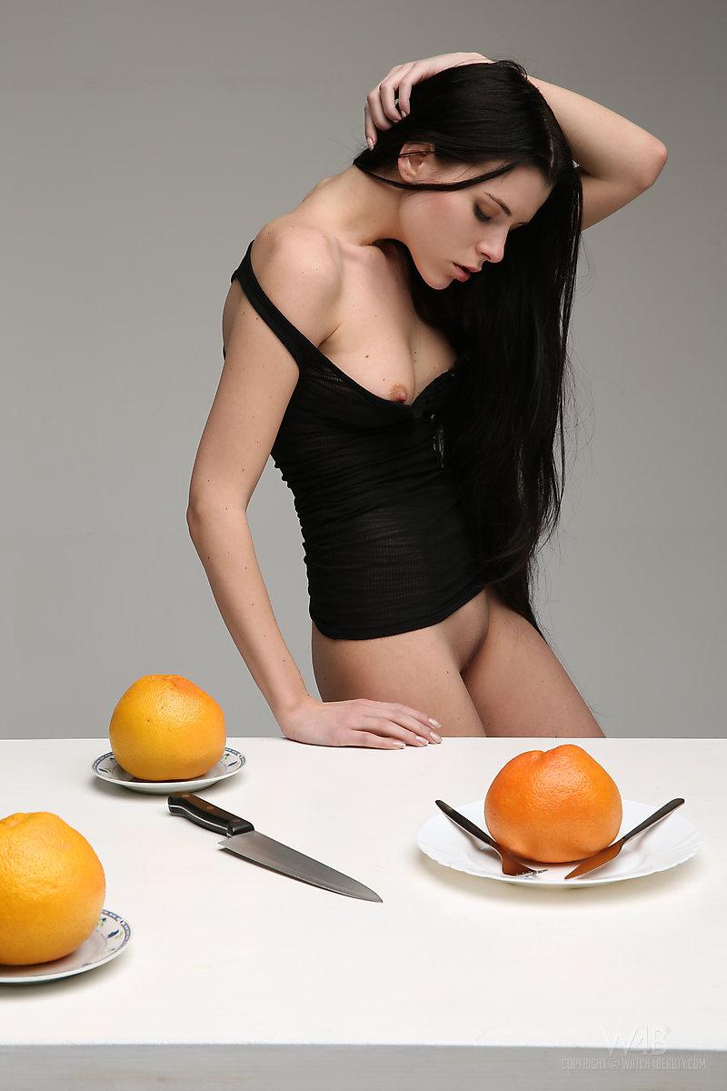 valeria-fruits-watch4beauty-01