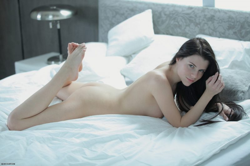 jessica-long-hair-bed-nude-xart-14