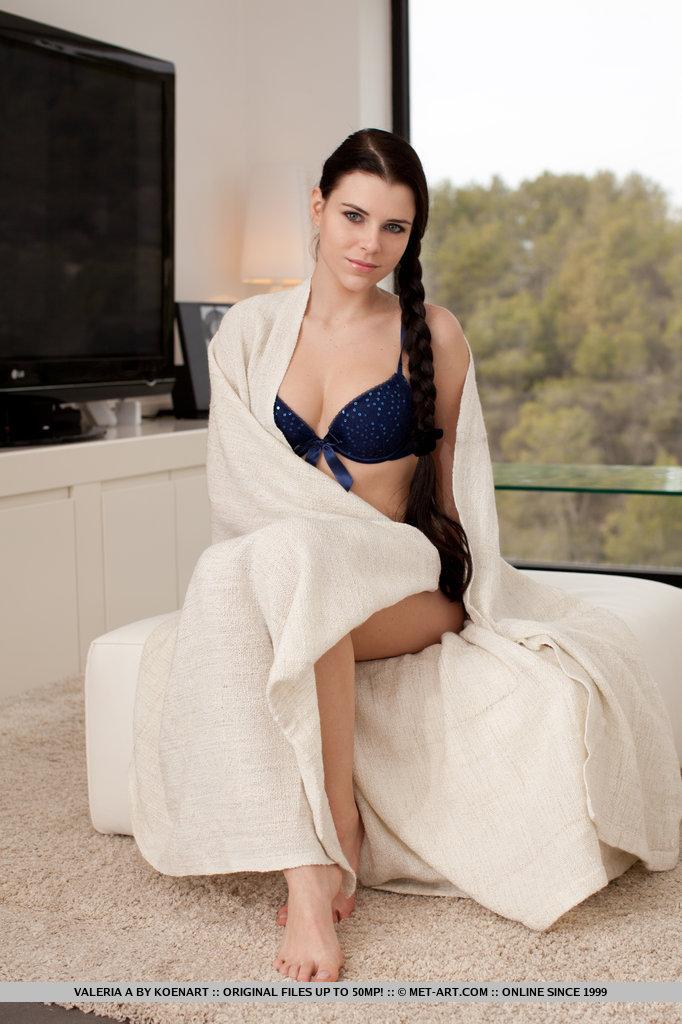 valeria-a-blue-lingerie-met-art-01