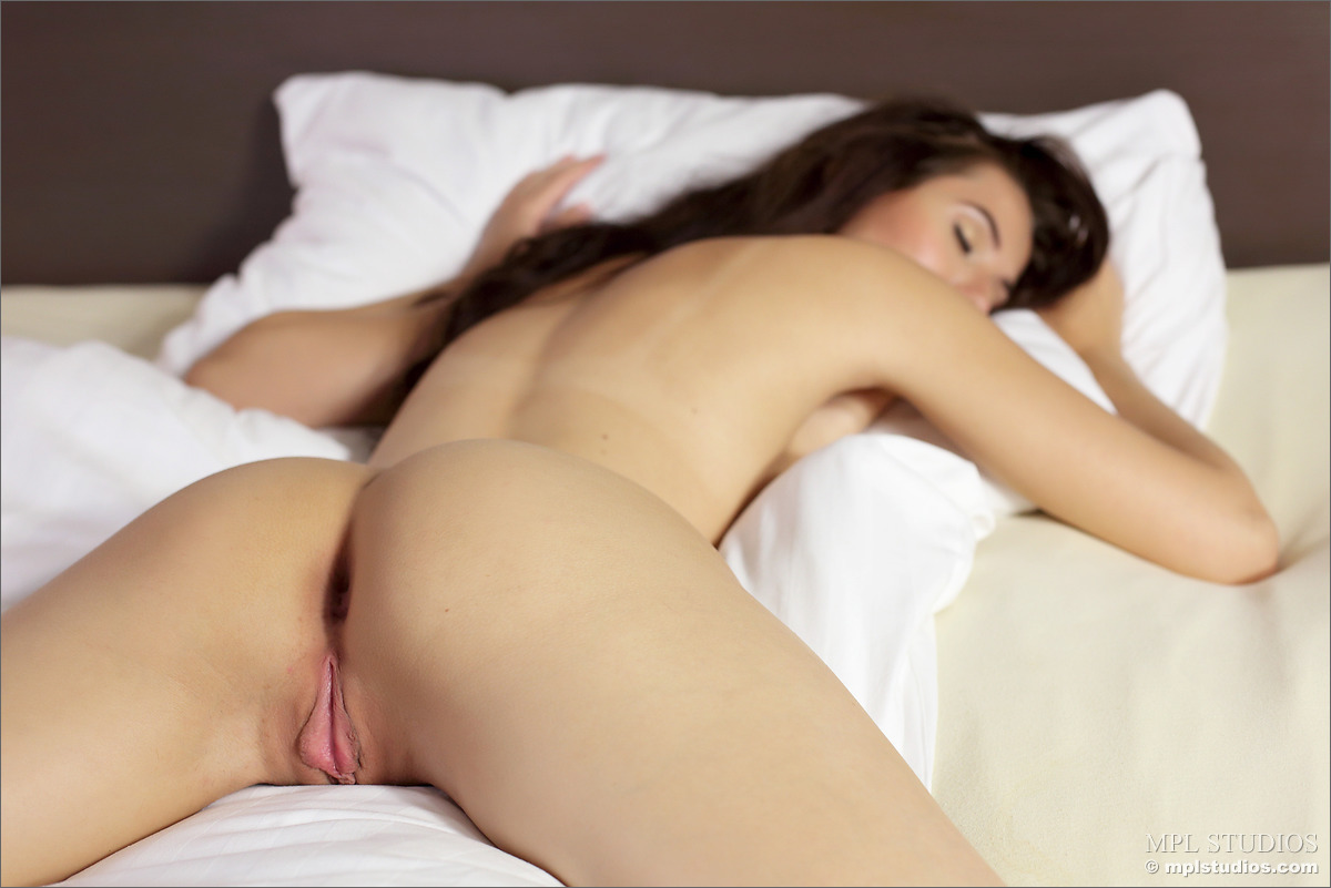 vanessa-a-bedroom-nude-pussy-mplstudios-09
