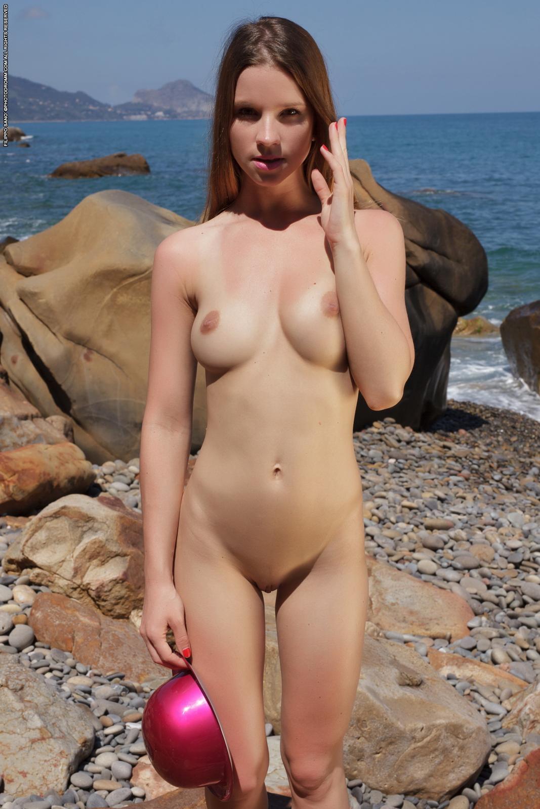 amanda-seaside-beach-nude-photodromm-17