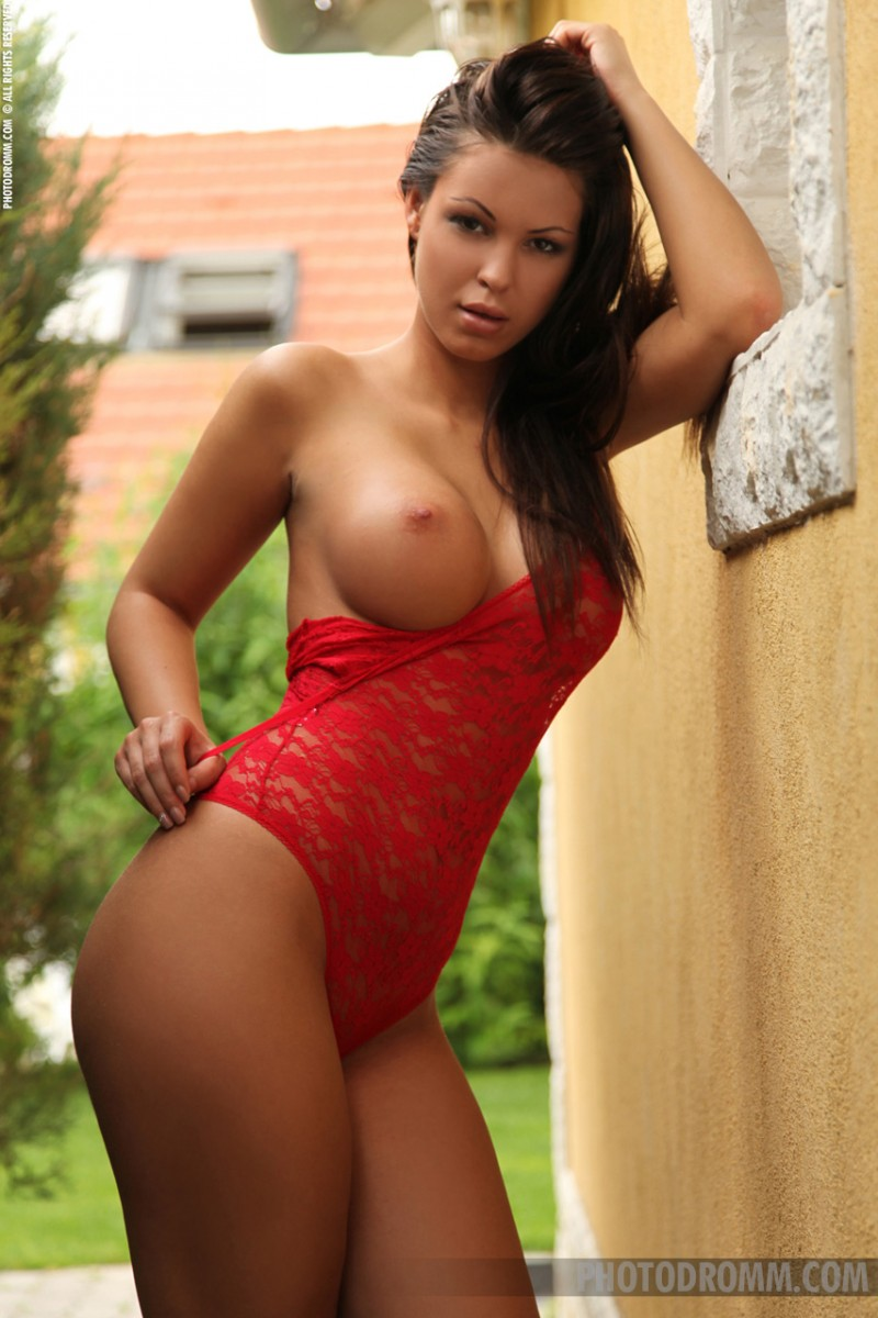 vanessa-red-body-photodromm-03