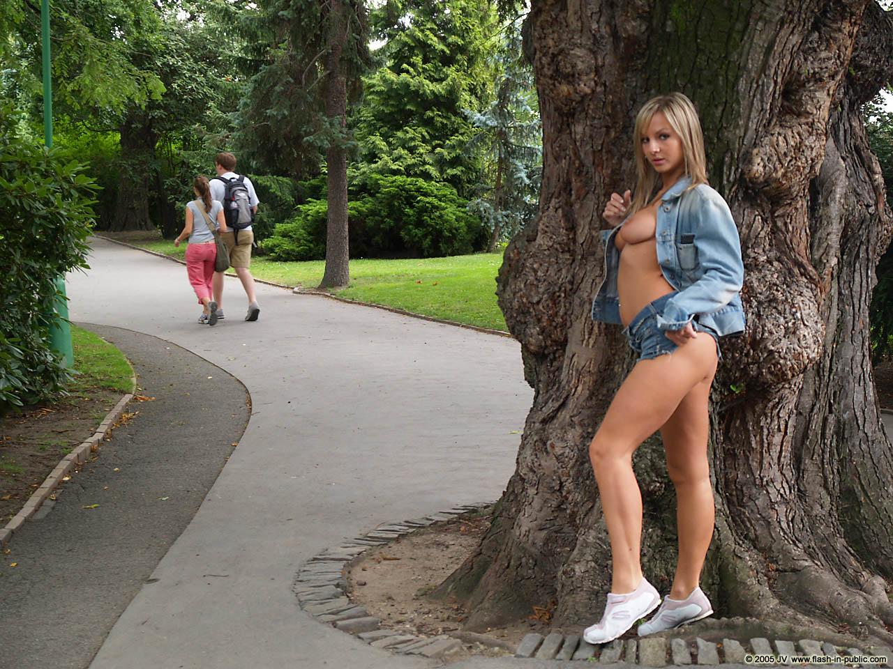 vendula-bednarova-jeans-miniskirt-flash-in-public-21