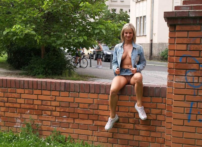 vendula-bednarova-nude-in-public-05
