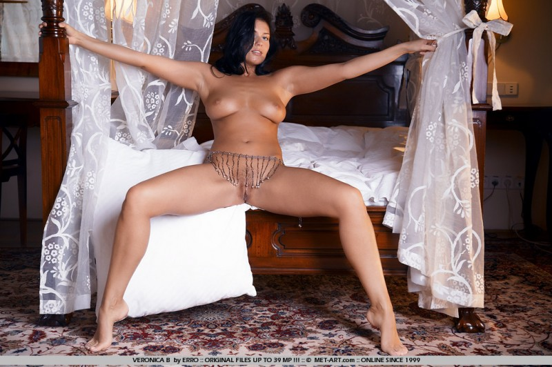 veronica-b-bedroom-met-art-18