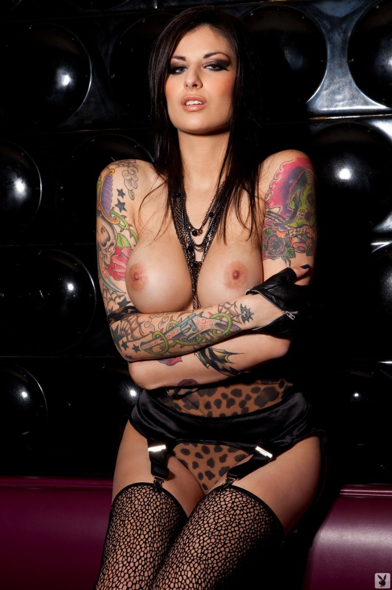 Chica sexy con tattoos movimientos sexys 1 - 1 part 10